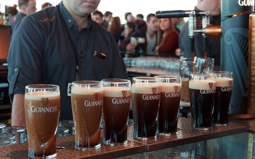 בתמונה: עמדת הבירה האירית המפורסמת גינס